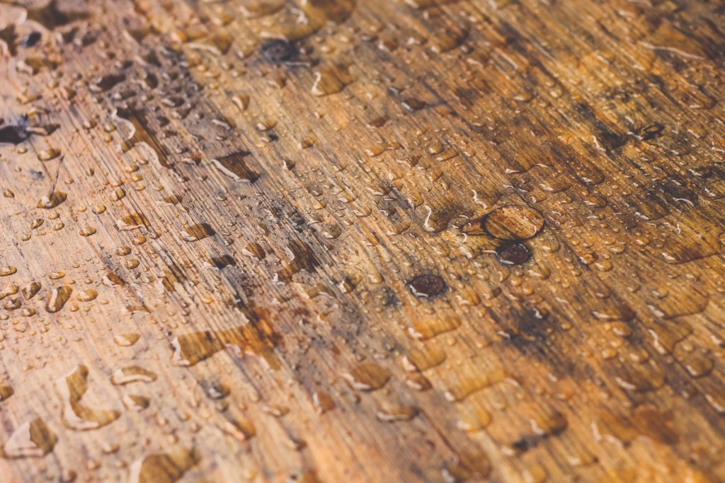 The relation of moisture Content and electrical conductance of wood